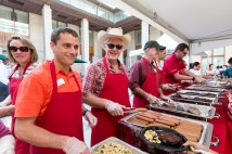Dean Mark Taylor works the serving line Sept. 5 at Olin Business School's welcome cookout. (Photo: Jerry Naunheim Jr./Washington University)