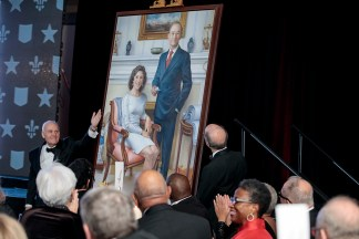 A portrait of the Wrightons is unveiled. It will hang in the newly named Mark S. Wrighton Hall, formerly known as the Laboratory Sciences Building. (Photo: Whitney Curtis/Washington University)
