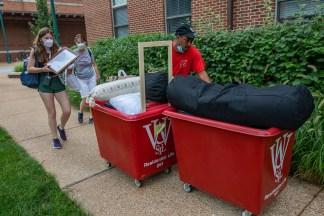 Students and their families move belongings onto campus. (Photo: Joe Angeles/Washington University)