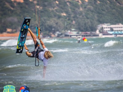 kitesurfer with Duotone kite in competition in Mui Ne