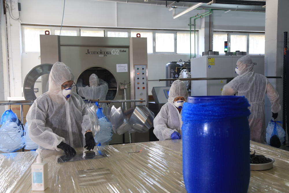 Jeanologia employees sanitize masks.