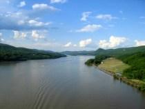Report: New York's Hudson River Dumps 300 Million Clothing Fibers Into the OceanDaily