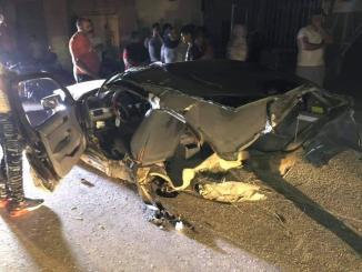 حادث سير مروّع في بلدة البازورية أدى إلى وقوع جريح وانشطار السيارة نصفين...