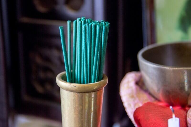 仏壇の線香