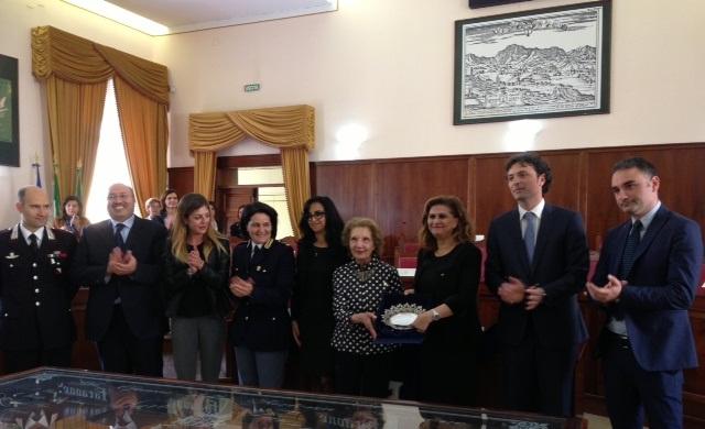 """جائزة """"المواطنة الإيطالية"""" للمغربية سعاد السباعي"""