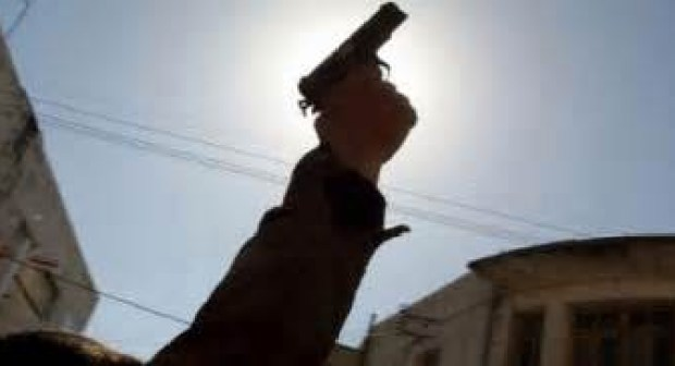 العيون: شرطي يطلق النار على جانح عرّض حياة المواطنين للخطر