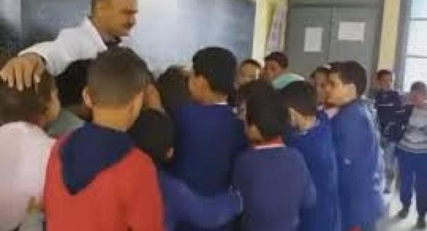 بالفيديو: الفراق صعيب…معلم بتيفلت يودع تلاميذه بعد 37 سنة من التدريس