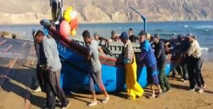 بالفيديو: بحارة إمسوان ينتظرون فك الحصار عن مراكبهم المحاصرة بالرمال