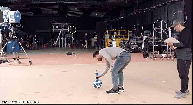 """ميسي يرد في الكواليس على صلاح بفيديو: """"الكرة والقنينية"""""""