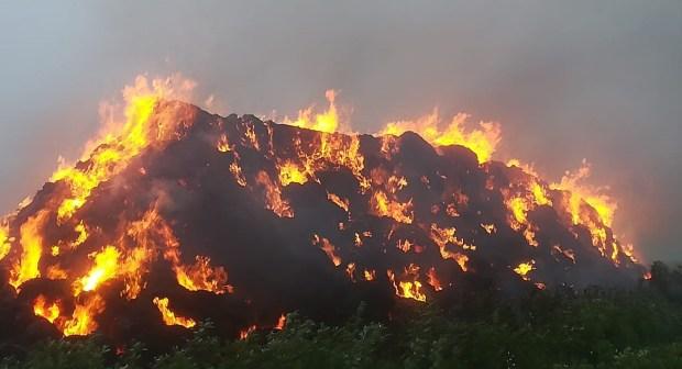 خلاف جارين يؤدي إلى إضرام النار في أزيد من 4000 وحدة للتبن