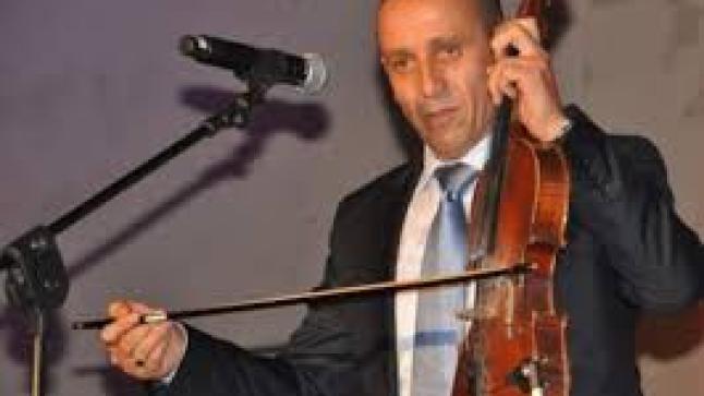 """بالفيديو: الفنان الامازيغي """"أحوزار"""" يطالب وزارة الثقافة بتقسيم دعم على جميع الفنانين"""