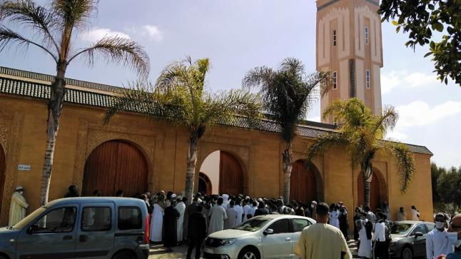 تكدس المصلين للدخول للمساجد في أول صلاة جمعة بأكادير بعد 7 أشهر من الإغلاق