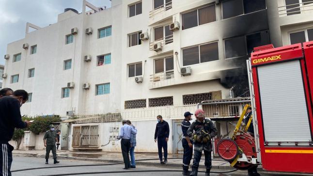 """بالفيديو : اندلع حريق مهول ب""""سناك"""" في حي الداخلة اكادير"""