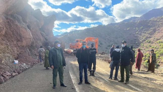 اللجن المحلية تواصل عملها لإزالة مخلفات الأمطار والثلوج بربوع إقليم تارودانت
