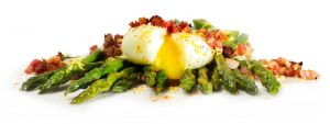 sous vide asparagus with bacon and egg