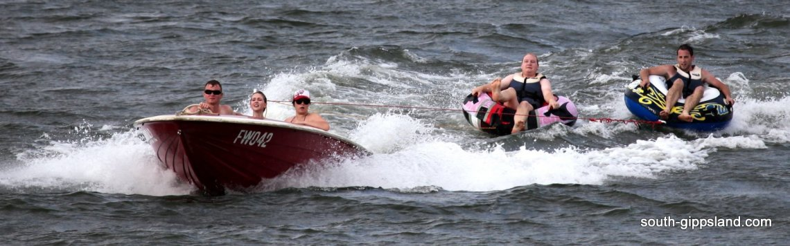 boating-with-rubber-tubes