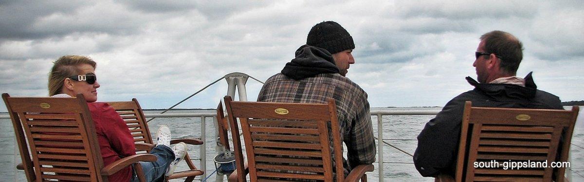 people on an east-coast-australia-sailing-tour