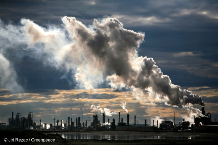 View of smoke plumes emitted from the Syncrude upgrader plant north of Fort McMurray. Photo © Jiri Rezac / Greenpeace