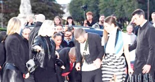 Justin Timberlake gets pranked at Paris Fashion Week