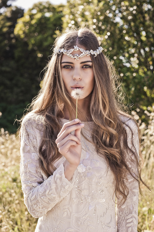 i don t know about you but whenever i see a bride in a gorgeous chain or jewel headpiece it stops me in my tracks they re so goddessy