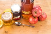 apple-cider-vinegar-with-honey-and-lemon-homemade cold remedy
