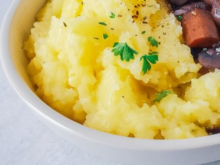 mashed gold potatoes feature image