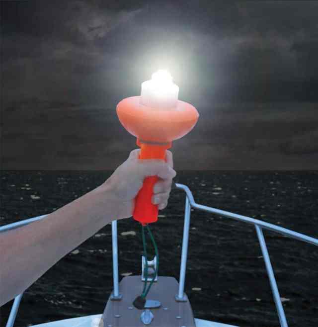 e-flares, flares, safety, USCG, flare, flare kits, best flares for boats, boat flares, flares for boating, safety gear for boats, boating safety, weems and plath,