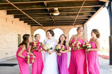 Georgia bride and bridesmaids with bouquets