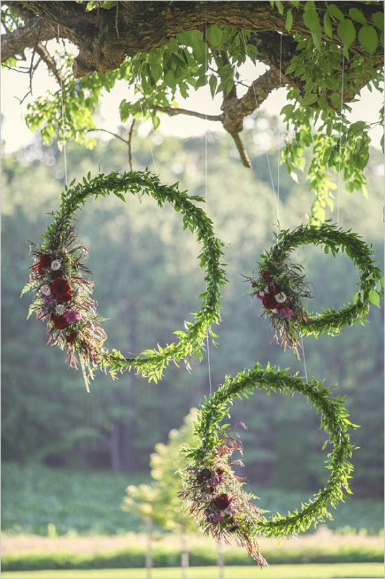 Romantic Wedding Wreath Ideas