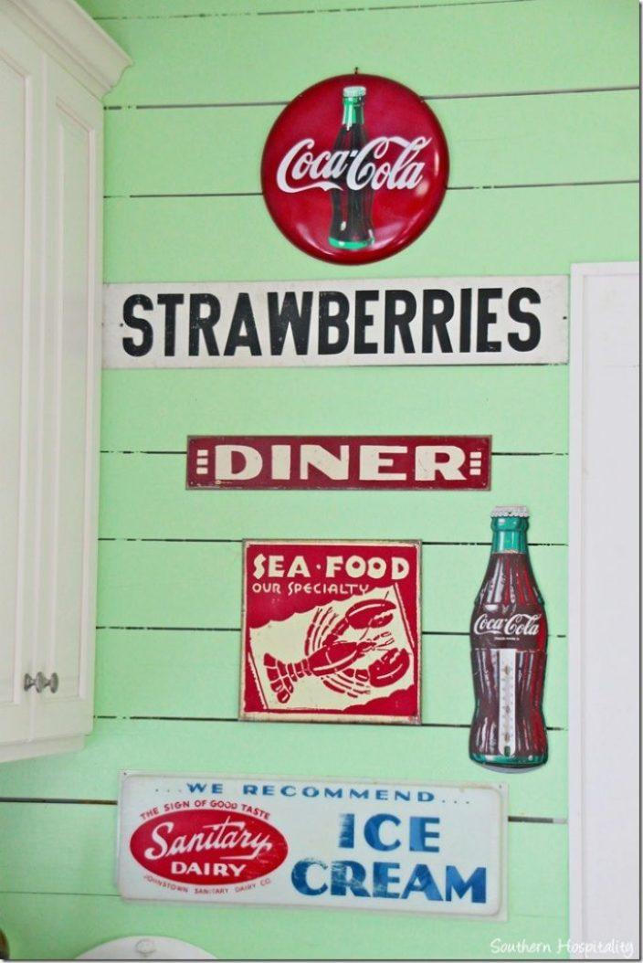 breeze inn kitchen signs