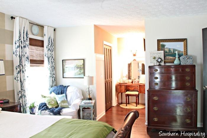 master-bedroom-to-vanity.jpg