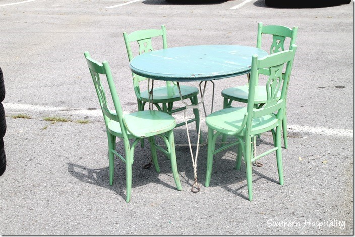 nashville flea table and chairs