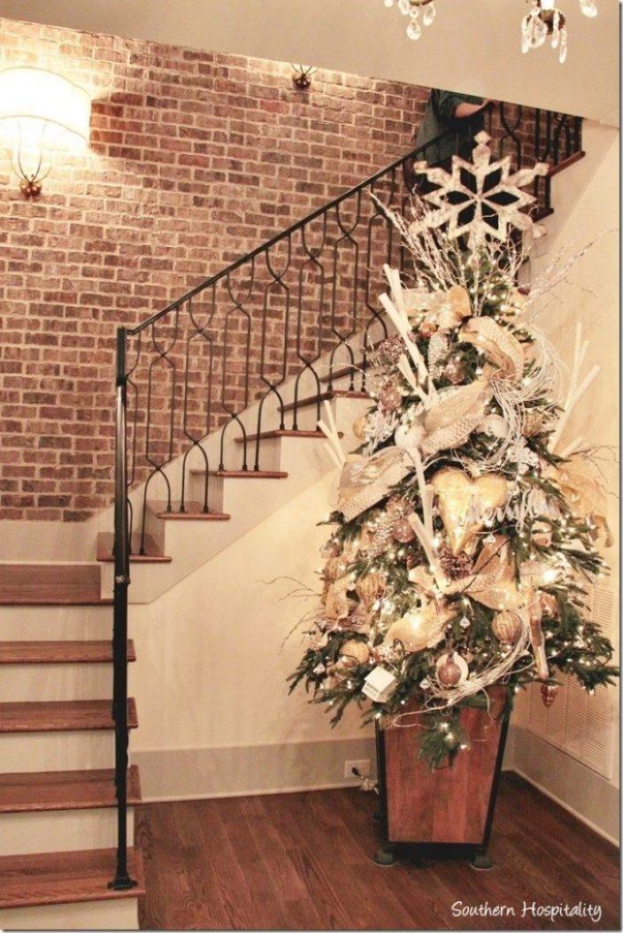 G&R hallway tree