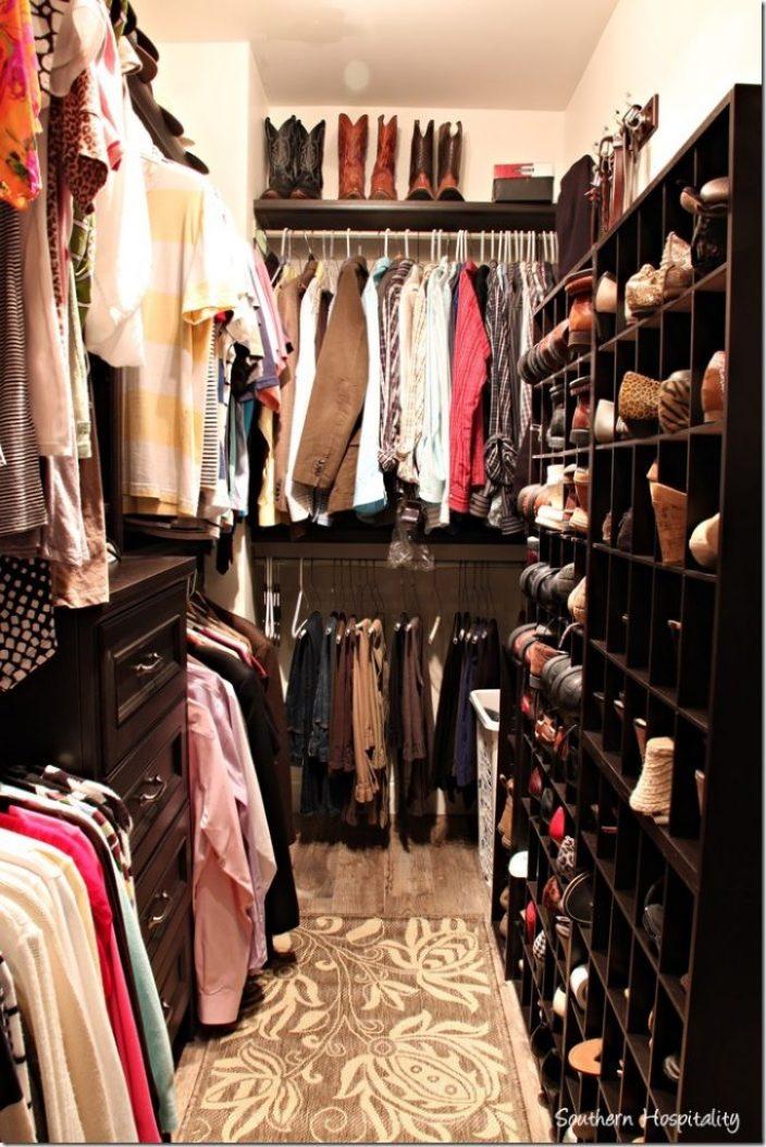 closet with shoe rack