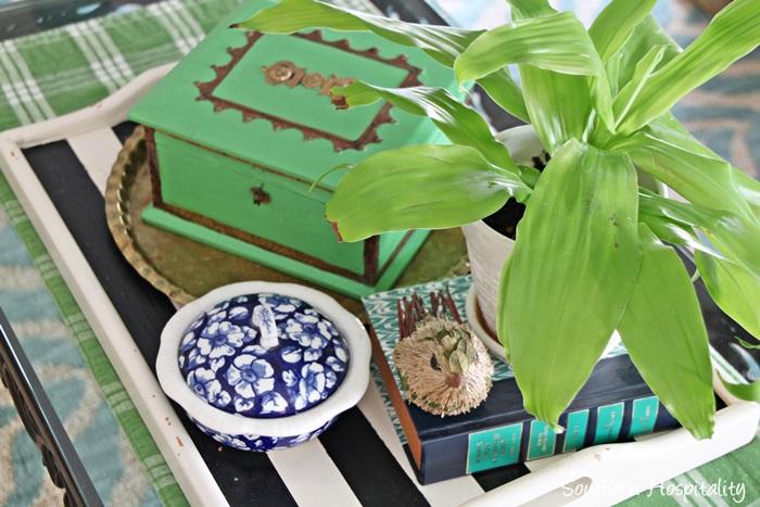 coffee table vignette002
