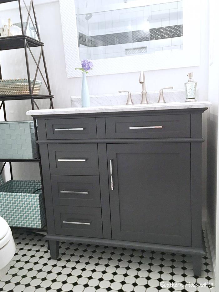 black and white bathroom006