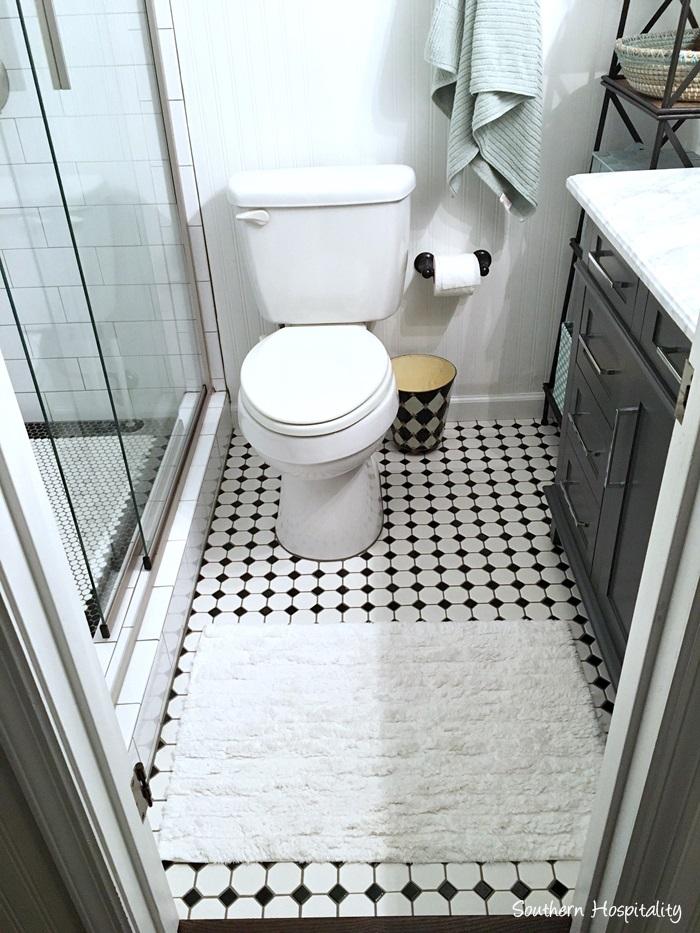 black and white bathroom013