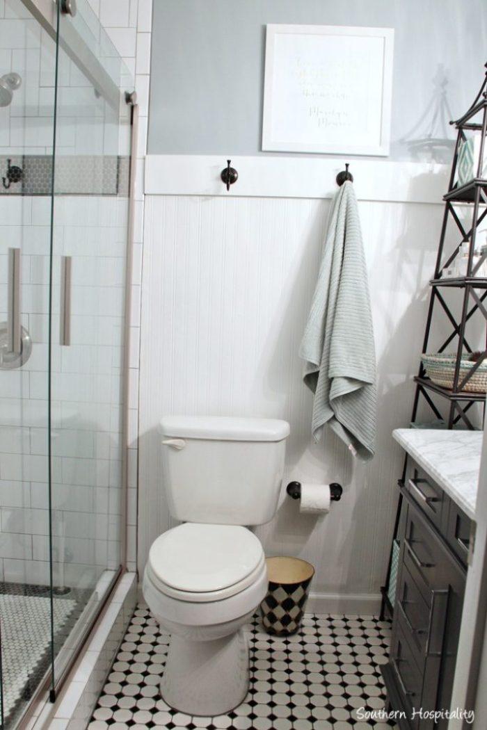 black and white bathroom016