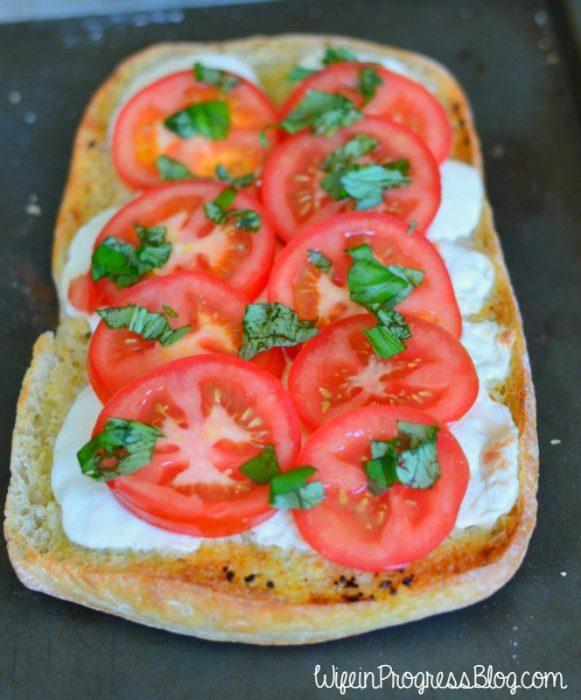 caprese-garlic-bread-41