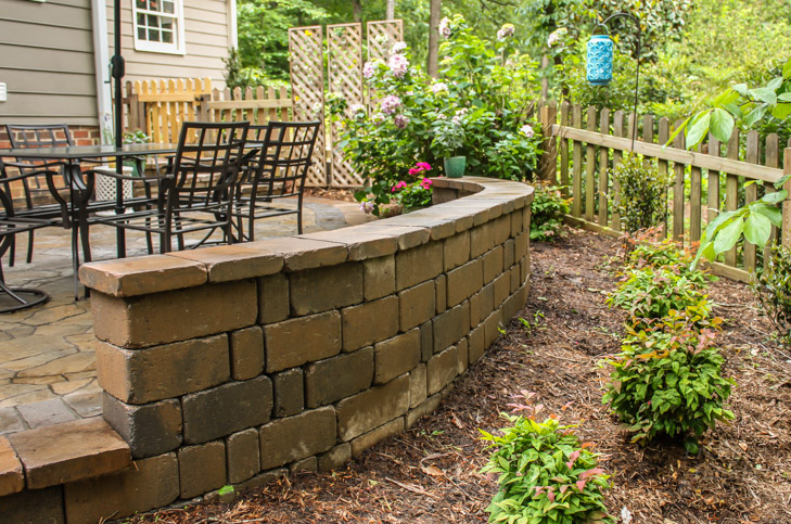 stonegate-wall-tandem-caps-belgard-patio-wall