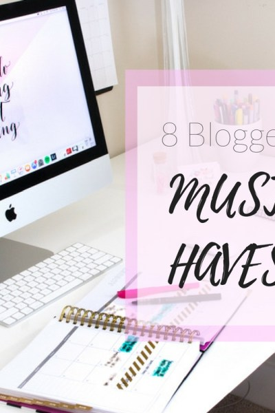 Are you a blogger? I've got 8 must haves that I can't do without! They are my go-to essentials week in and out with blogging!
