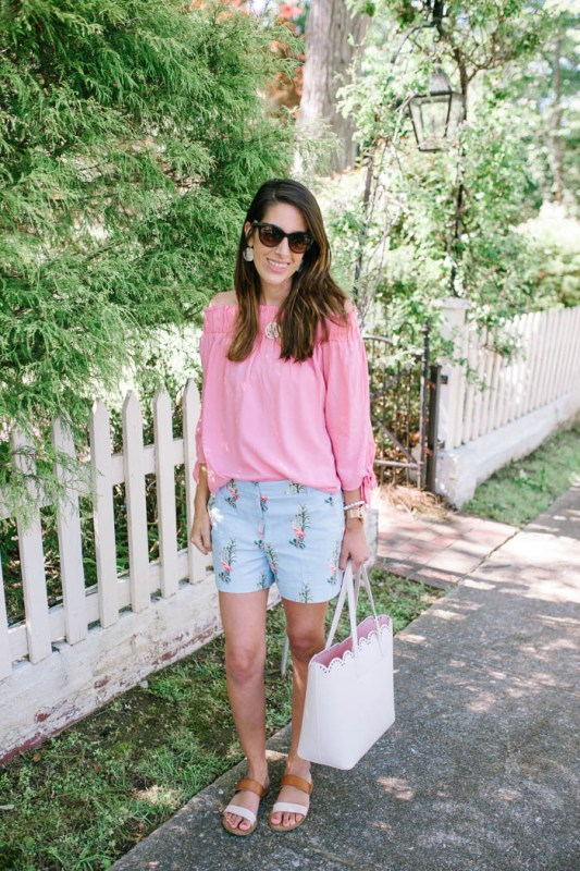 Coastal Shorts by Britt at SouthernMamaGuide.com || Ann Taylor Shorts || Southern Shorts || Southern Prep || Mom Style || Southern flair || Monogram Necklace || Scallop tote bag || Scallop || preppy shorts || Preppy style