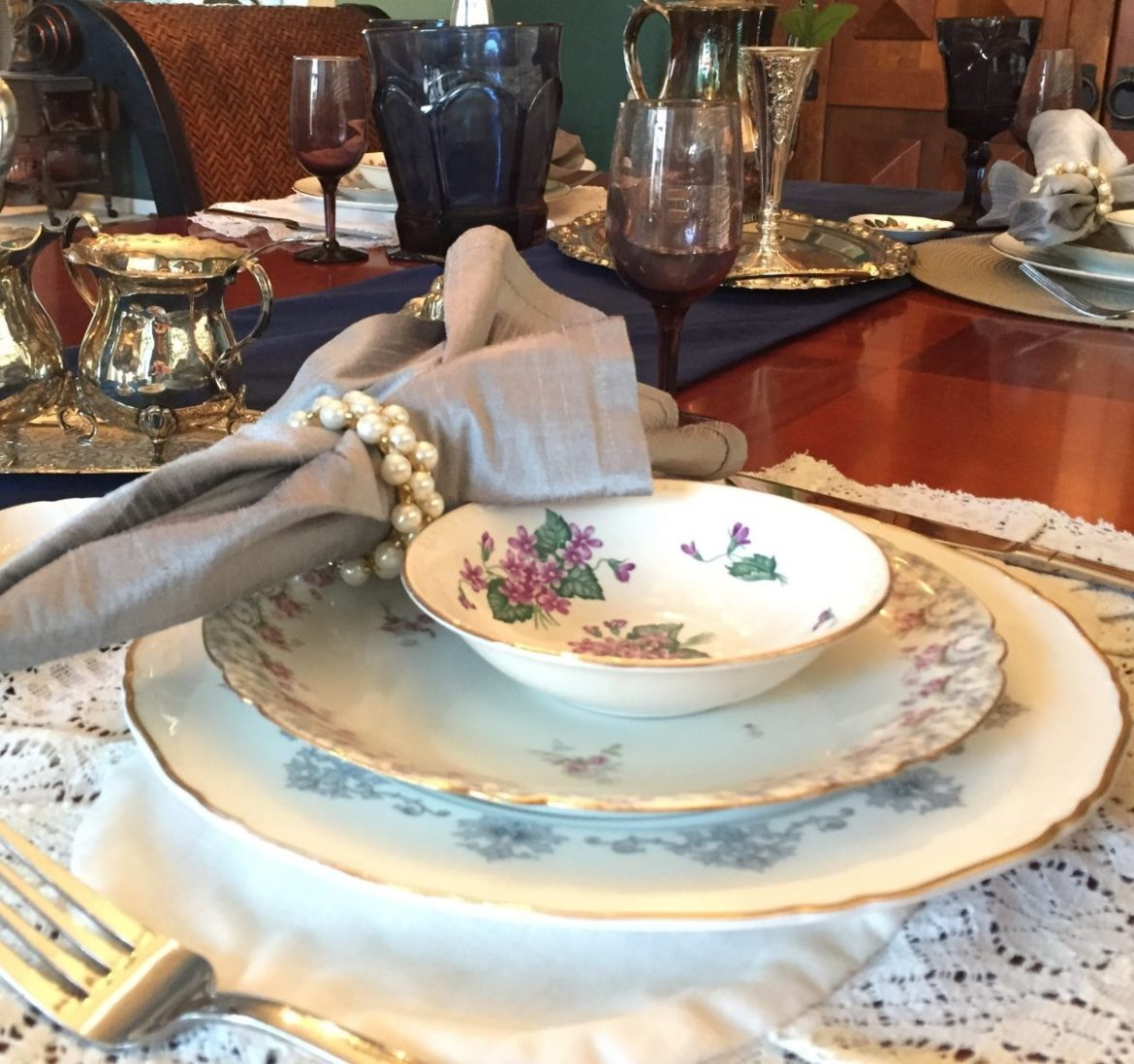How to Mix and Match China for a Table Setting