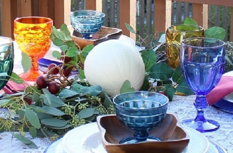 Simple Fall Decor can Create a Colorful Outdoor Centerpiece