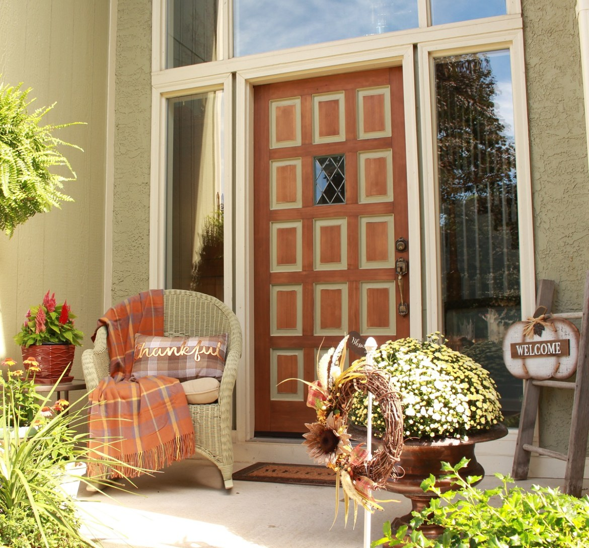 Simple Small Front Porch Ideas for Fall