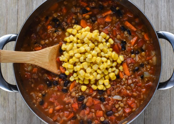 One Pot Vegan Lentil & Quinoa Chili