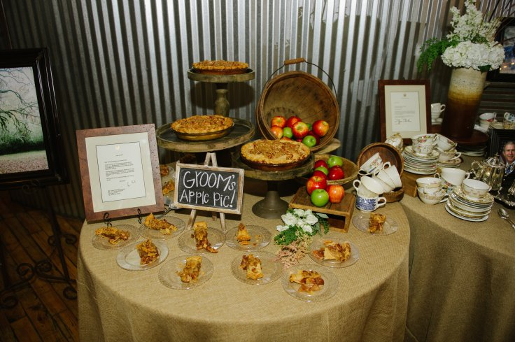 apple-pie-grooms-station