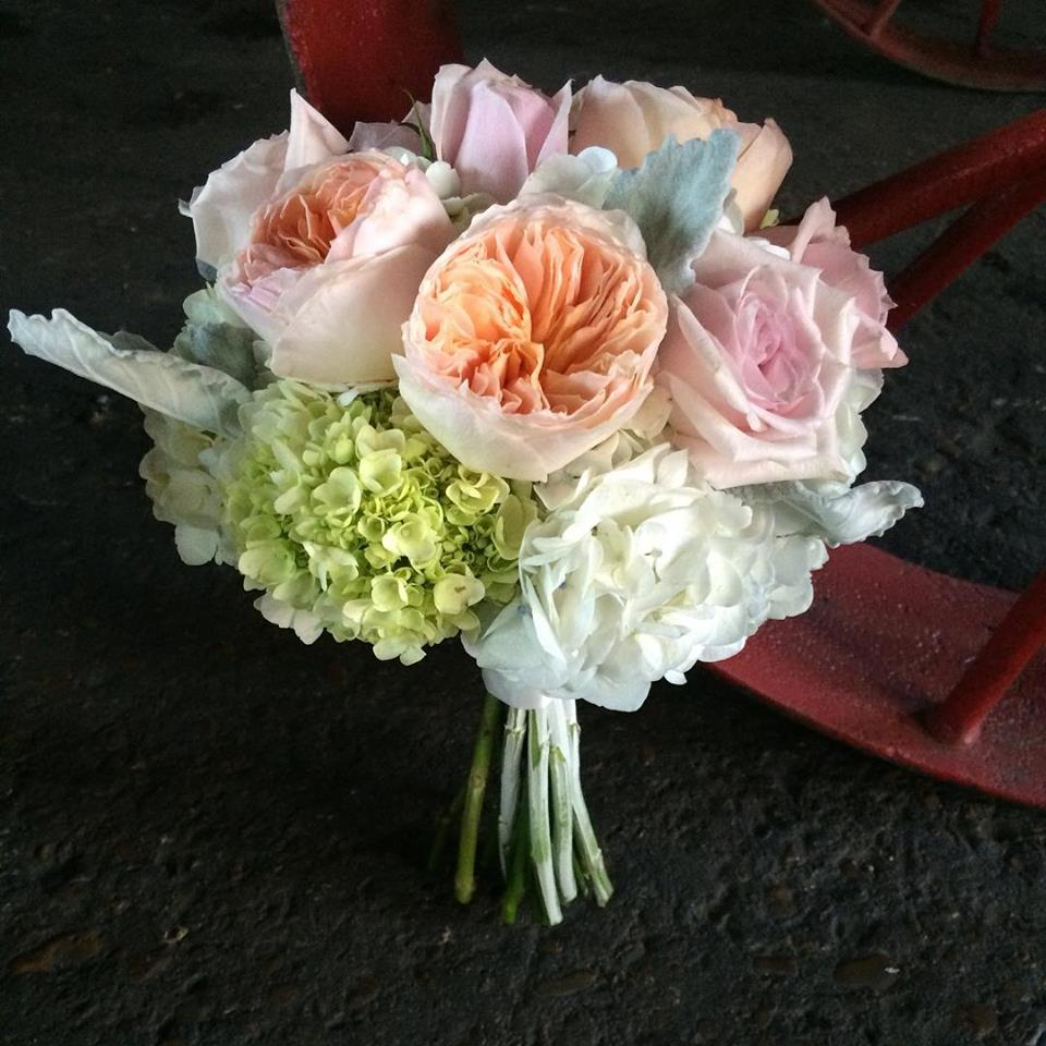 peach-and-blush-bouquet