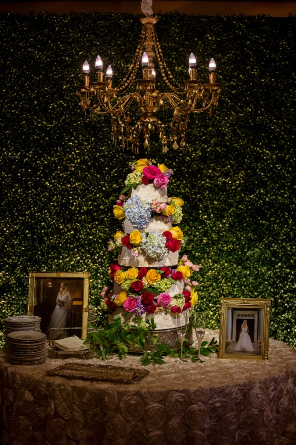 Boho Wedding Cake with Boxwood Backdrop