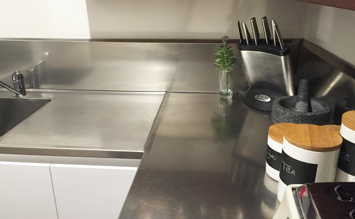 Benefits of stainless steel kitchen benches | Southern Stainless